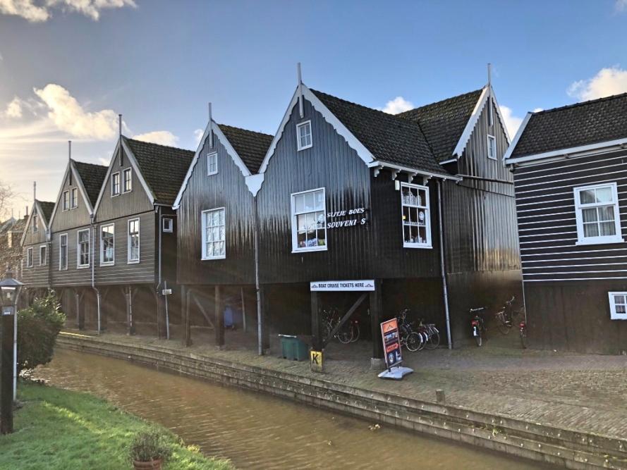 Desa Marken Belanda, Eropa Barat