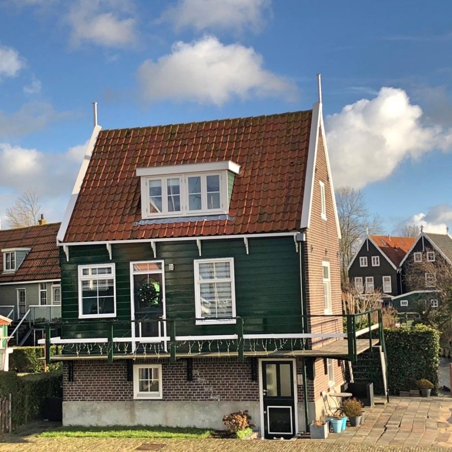 Rumah warga di desa Marken Belanda, IndoHolland Tours