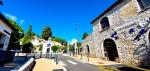 Khas rumah batu di Gourdon Prancis