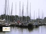 kapal bersandar di kota pelabuhan Belanda